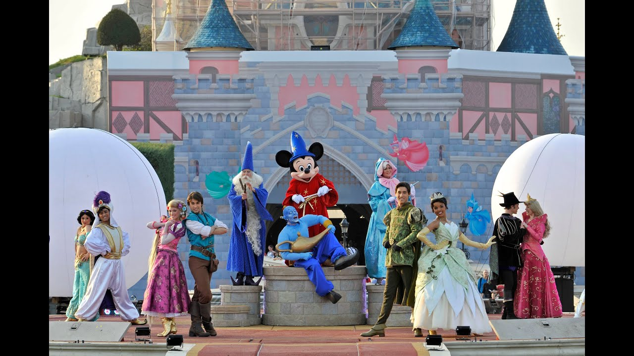Disneyland Paris Mickey S Magical Celebration Christmas