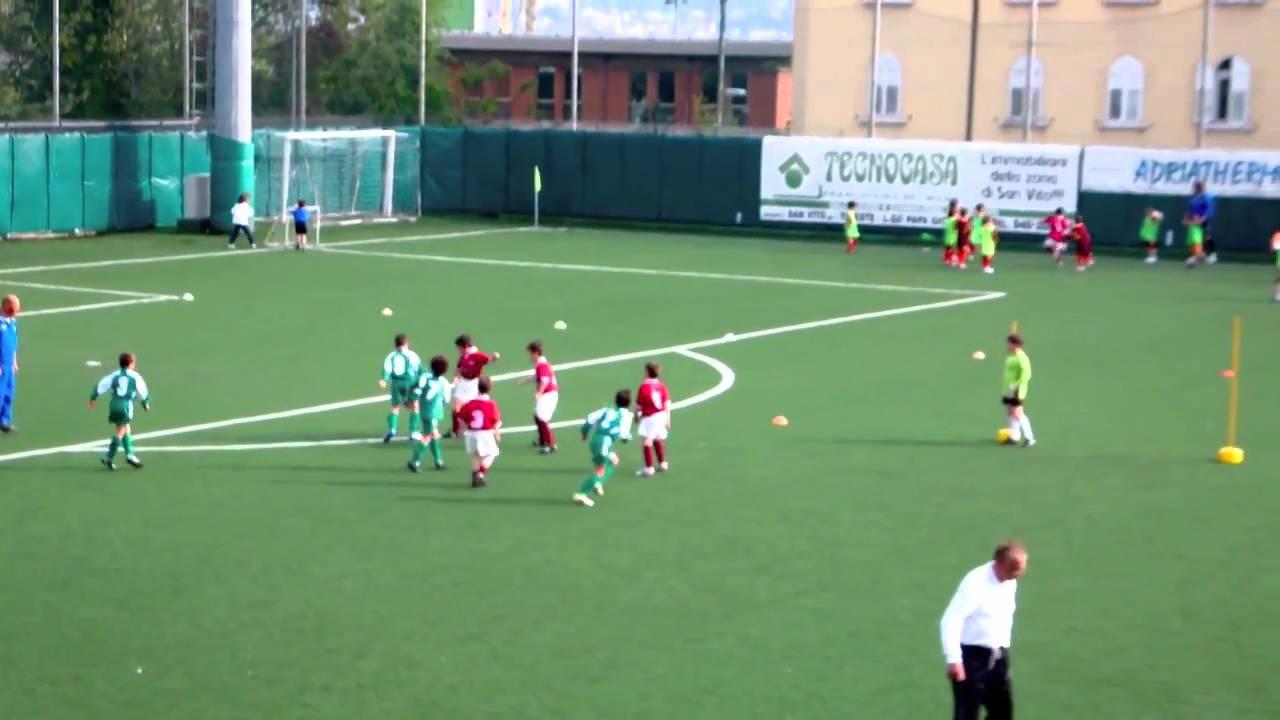Immagini Di Calcio Per Bambini : Partita di calcio del s luigi bambini youtube