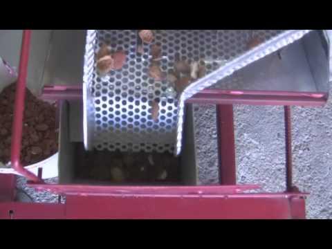 Cascadora de almendras con limpia