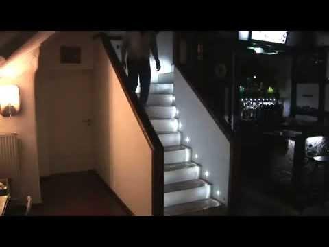 Escaleras iluminadas con focos led 39 s youtube - Leds para escaleras ...