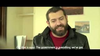 عمرو يوسف سائق تاكسي في الإعلان الدعائي لفيلم «الثمن»