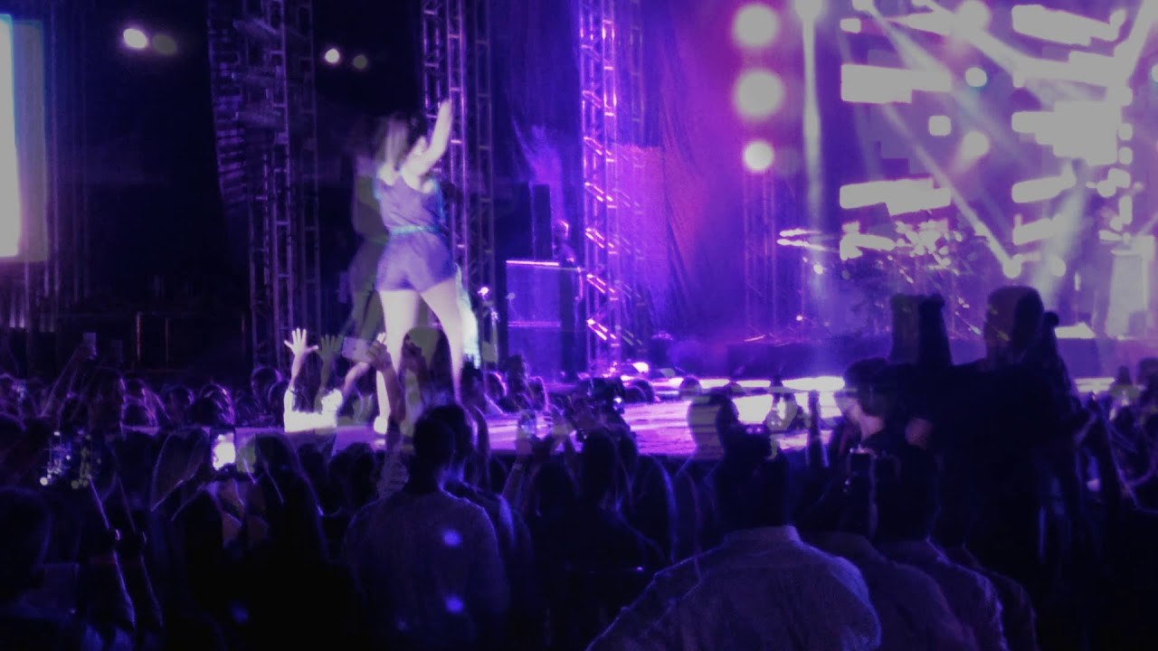 1e0a946c45004 Louka - Anitta em Rondonopolis - 04 11 2017 - YouTube