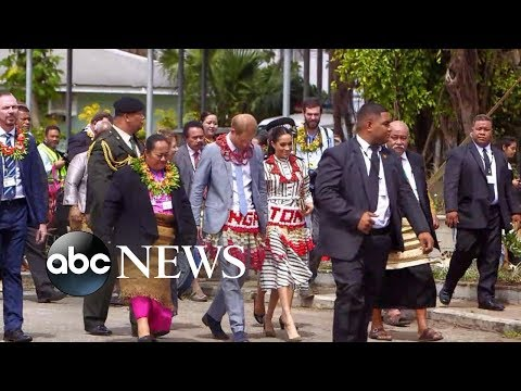 Prince Harry and Meghan Markle meet with local craftsmen in Tonga