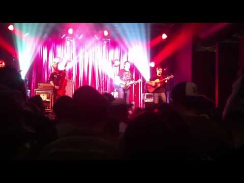 Yonder Mountain String Band-They Love Each Other