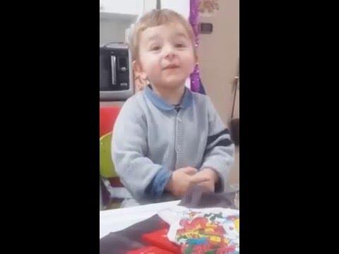 Bimbo 2 anni canta in napoletano e stupisce tutti!