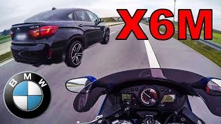 BMW X6M und HONDA CBR1100XX auf der Autobahn