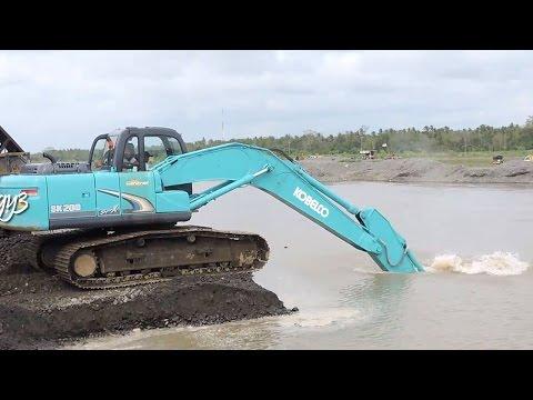 Excavator Kobelco SK200 Dredging Loading Dump Truck