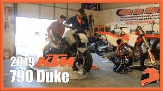 2019 KTM 790 Duke Unboxing & Initial Impressions | Ride On Moto