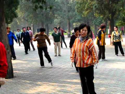 China, Beijing - Dancing to the song of Britney Spears at the Temple of Heaven (27.10.2011)