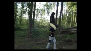 Monic - Shoulder Riding