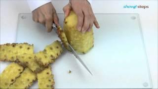 Как порезать ананас.(Ощутите неповторимый вкус тропиков, научившись чистить и резать ананасы. http://showsteps.ru/instruction/222-kak-porezat-ananas., 2011-09-19T13:57:22.000Z)