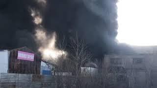 В Благовещенске горел склад по производству полистирола. Видео очевидцев