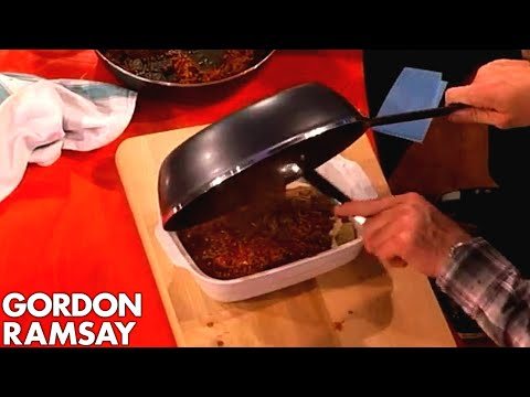 Assembling Lasagne with Jonny Vegas  Gordon Ramsay
