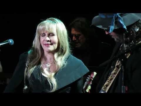 Fleetwood Mac - Black Magic Woman Live at the BOK Center - Tulsa OK 10/3/2018