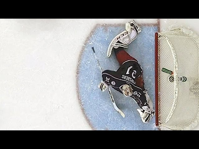 Forsberg goes to splits for acrobatic stop