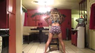 pretty girl twerking to t pain in the kitchen