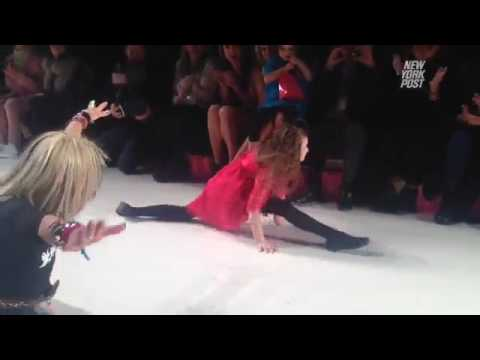 Betsey Johnson 71 Finished Her Show With Her Signature Cartwheel And Split Joined By Her Granddau Youtube