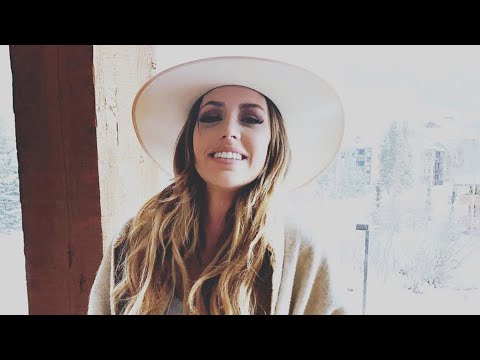 country-singer-kylie-rae-harris-dies-in-car-crash-at-age-30