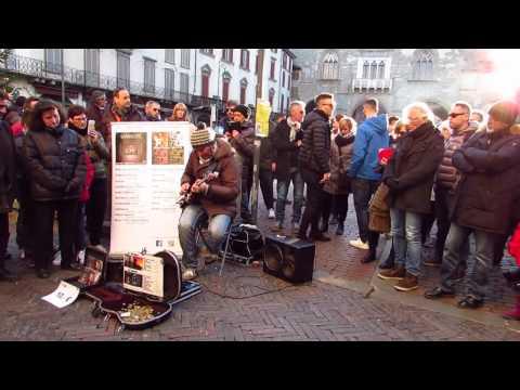 Marcello Calabrese - street guitarist -...