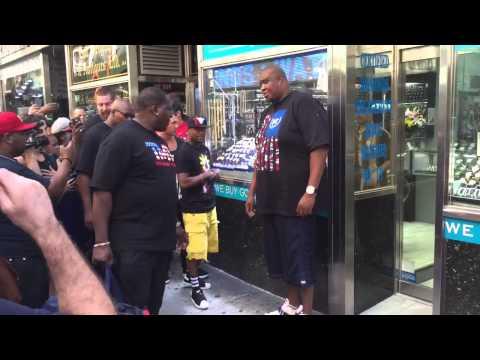 Floyd Mayweather at NYC Diamond district 6/24/15