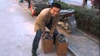 Ходьба в 400 килограммовой обуви   Подборка видео от 10 12 2013