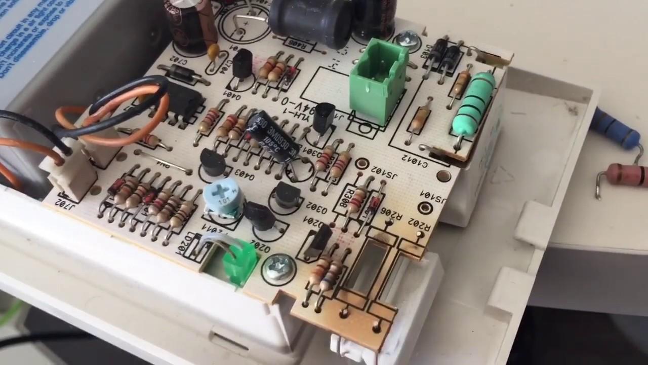 Batterie Per Lampade Di Emergenza Ova.Sostituzione Lampada Di Emergenza E Soluzione Problema Annerimento