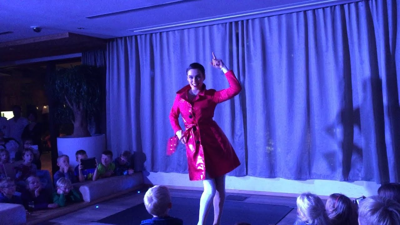 Nina Burri's Contortion Vlog : Showtime in Italy