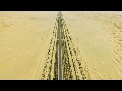 Смотреть Для чего китайцы построили 446 км трассы посреди безлюдной пустыни. Уникальное Таримское шоссе онлайн