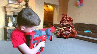 NerfWar Giant Monster Poop Attack Invasion Нерф игра что будет если долго не убираться