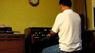 "Hammond organ with Lesley ""Wobbletron"" speaker"
