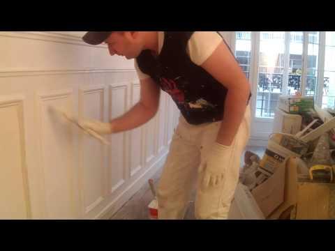 peindre des boiseries murales premi re couche youtube. Black Bedroom Furniture Sets. Home Design Ideas
