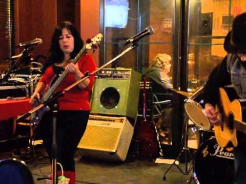 Rosewood Tressle Wagon Wheel, Randy Burke and Angela Fleet
