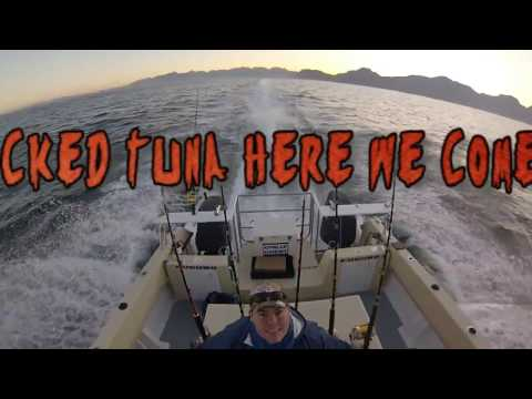 Mathesons fishing for YellowFin in Cape on boat Skipjack of Smart Fishing Charters1