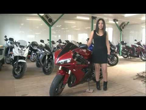 голые девушки на мотоцикле honda