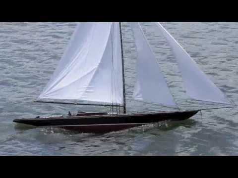 RC Gaff Rig Model Yacht (2)