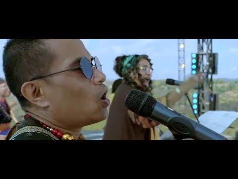 Hoi Kiw Chalo Chalo lyrics - Rock On 2   Usha Uthup, Kit Shangpliang & Pynsuklin Syiemiong Mp3