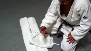 How To Fold Your Judo & Brazilian Jiu-Jitsu (BJJ) Gi, (Martial Arts, Karate, Uniform)