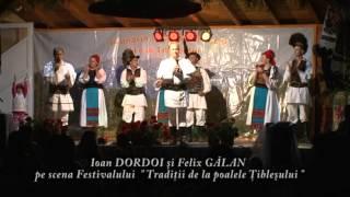 """Ioan Dordoi şi Felix Gălan pe scena Festivalului """" Tradiţii de la poarta Ţibleşului """" 2013"""
