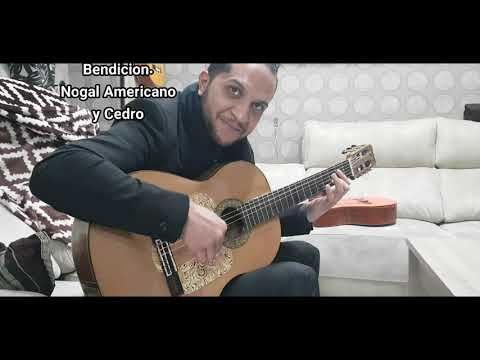 RICARDO VAZQUEZ. PROBANDO GUITARRAS DE CASA JUBAL