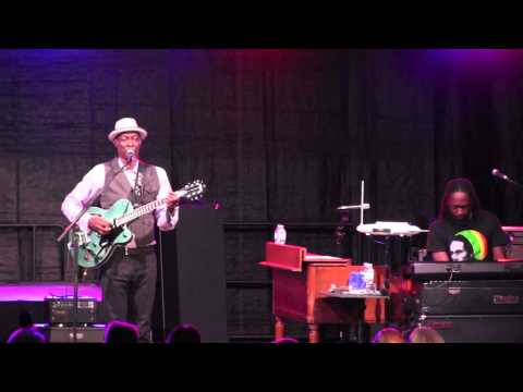 "KEB' MO' -  ""Slow Down""   8/9/15 Heritage Music BluesFest"