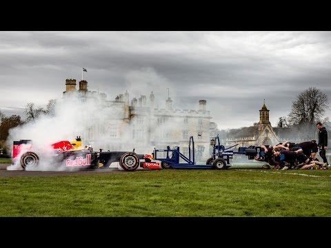 ¿Quién ganó? Un equipo de rugby se enfrentó contra un auto de Fórmula 1