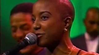 Bamboleo - Con un Canto en el Pecho [1996]