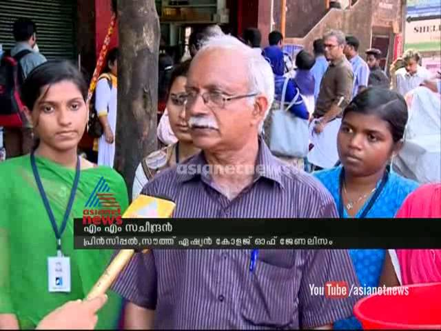 Students from Kozhikode on charity for Kashmir flood victims