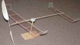 Комнатная модель самолета F1L Первый полет. Самодельный комнатный самолет на резиномоторе(Модель имеет очень малый вес, поэтому так медленно летит, скорость видео не уменьшалась., 2014-12-15T18:49:28.000Z)