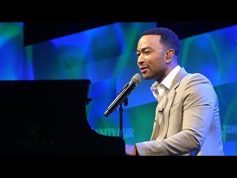 Raphael - Kelly Clarkson & John Legend Re-imagining 'Baby It's Cold Outside' For 2019