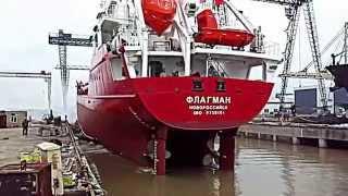 Флагман - спуск на воду (корма)(Спуск на воду танкера, построенного в Китае для российской компании. Название судна: Флагман / Flagman Порт..., 2015-08-16T03:38:00.000Z)