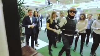 Герман Греф в сбербанке в костюме инвалида