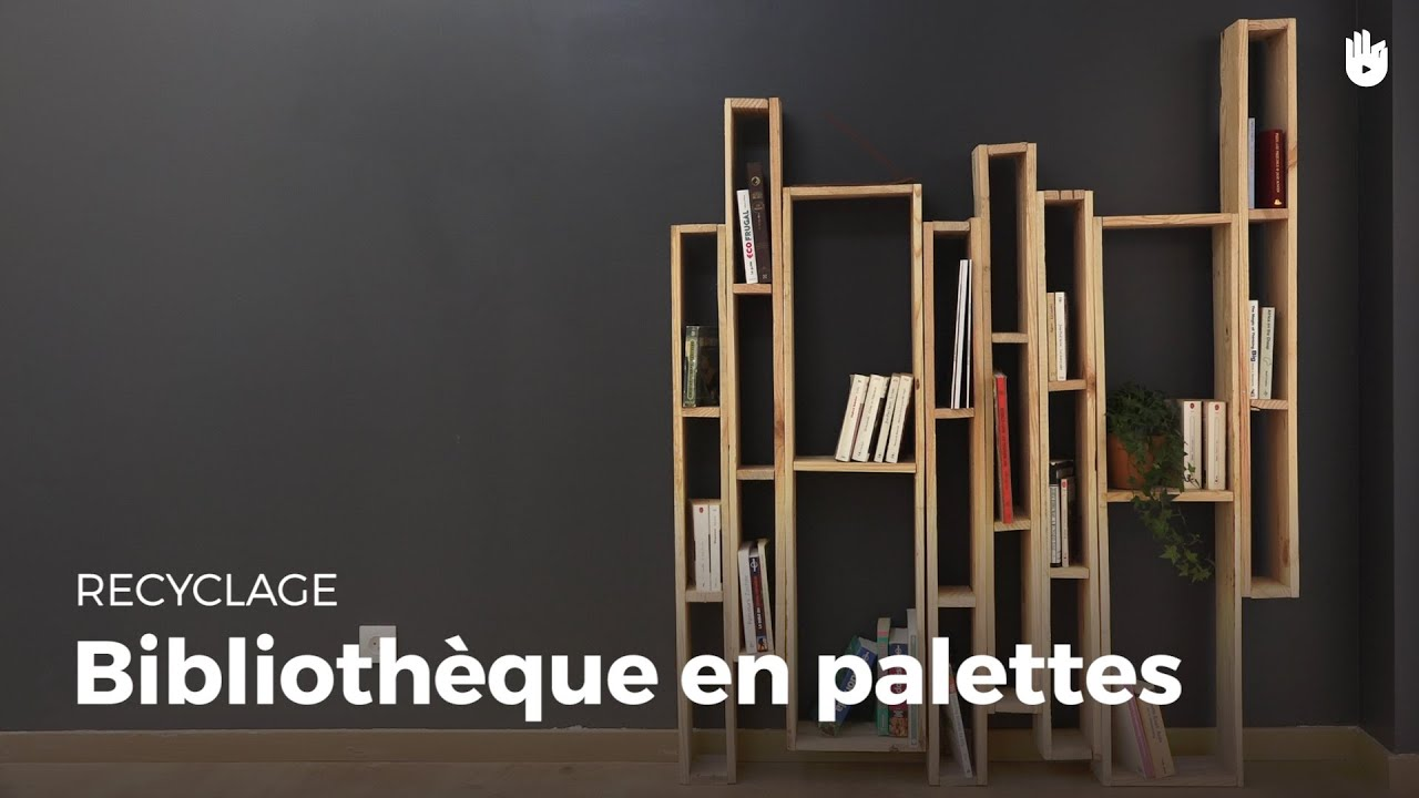 fabriquer une biblioth que design en bois de palette. Black Bedroom Furniture Sets. Home Design Ideas