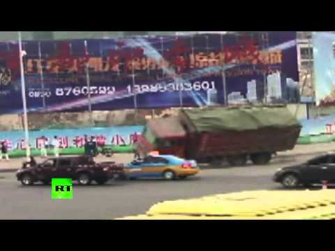 CCTV: Truck tips over & rams into traffic in China