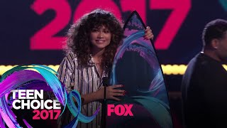"Zendaya Accepts The ""Choice Summer Movie Actress"" Award 